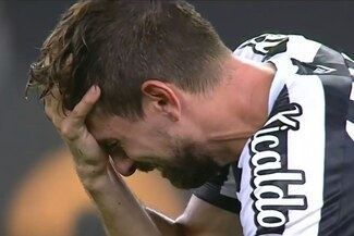Santos y el llanto de sus jugadores tras perder la final de Copa Libertadores sobre la hora