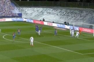 Con suerte: De tiro libre, Toni Kroos anotó el 2-0 del Real Madrid sobre Barcelona