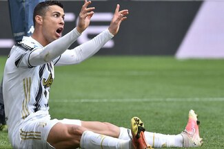Cristiano Ronaldo dio puñetazos en el vestuario por no anotar contra Genoa