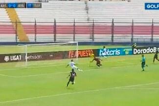 ¡Para no creer! Kevin Lugo falla gol insólito para Alianza Atlético ante Ayacucho FC - VIDEO