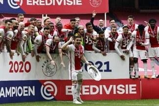 Ajax se proclamó campeón de Holanda tras golear 4-0 al Emmen de Sergio Peña y Miguel Araujo