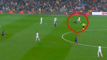 Real Madrid Vs Barcelona En Vivo Vinicius Jr Recibe Tarjeta Amarilla Luego Criminal Falta Ante Semedo Clásico Español Lionel Messi Vídeo Libero Pe