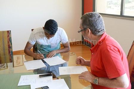 c4c70a194c Jhonny Vidales ya posa con la camiseta del Marítimo de Portugal  GALERIA