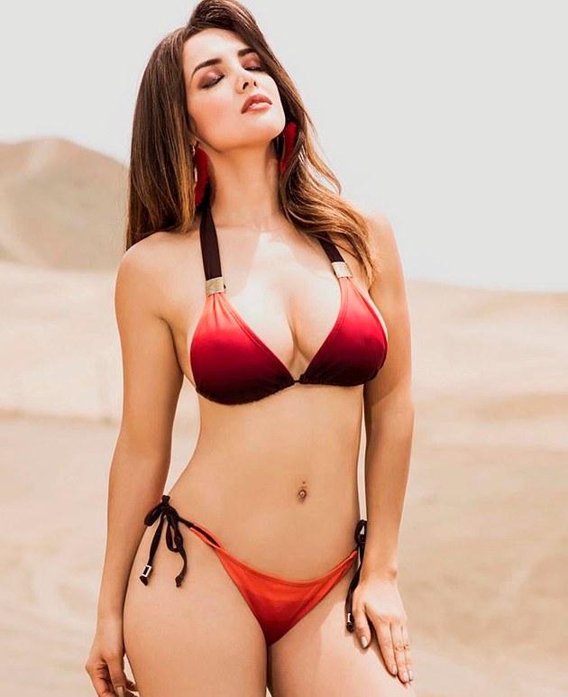 Rosángela Espinoza envía mensaje a su ex Carloncho y alborota las redes con fotos de infarto