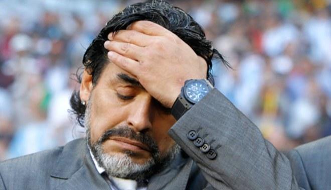 AFA ofrecerá a Maradona seguir como entrenador de Argentina pero...