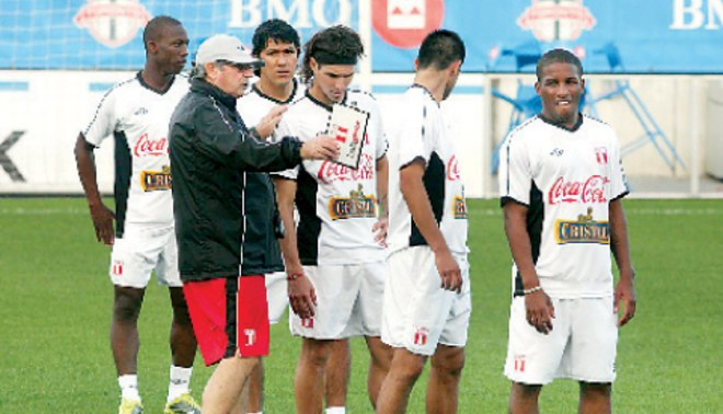 "Markarián: ""Pretendo que los rivales se rasquen la cabeza antes de enfrentar a Perú"""