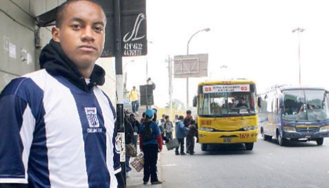 La joya de Alianza: André Carrillo viaja en combi y gana menos de mil dólares