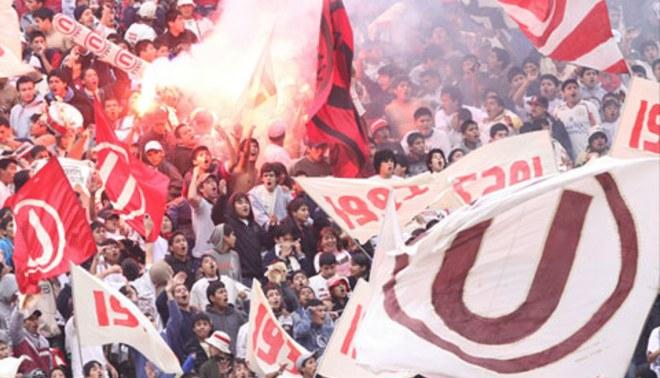 Hinchas de Universitario exigieron a sus jugadores respeto por la camiseta crema