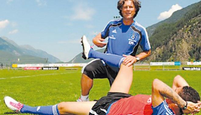 Paolo sale con la pierna en alto