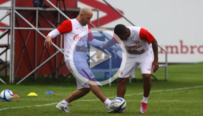 Gian Marco entrenó y le cantó a la selección peruana