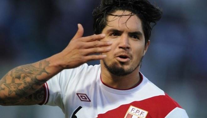 Juan Vargas arribó a Lima para choque de este viernes con Bolivia