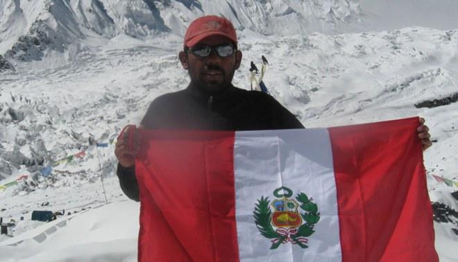 Montañista peruano Richard Hidalgo llega a una de las cumbres más altas del Himalaya