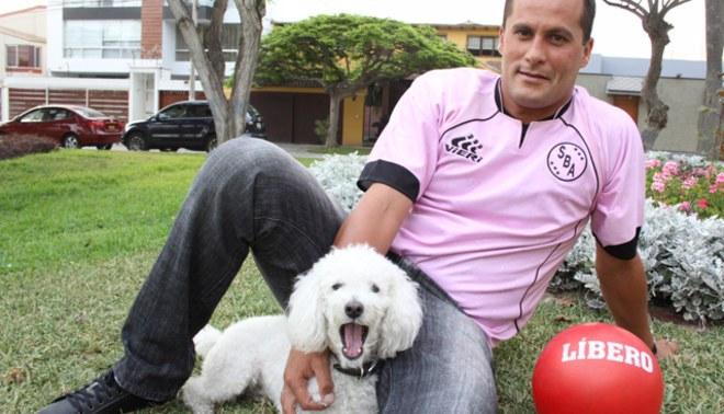 De color rosa: Jair Butrón fichó por Sport Boys por todo el 2012