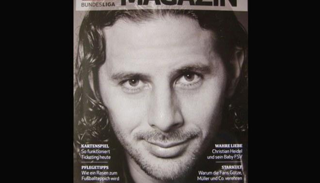 Está de moda: Claudio Pizarro es portada de revista oficial de la Bundesliga