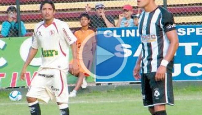 Armó un 'chongazo': Reimond Manco  fue expulsado en su debut con León de Huánuco