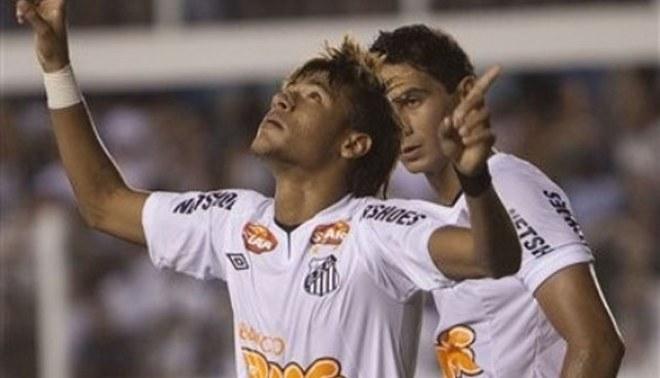 El show de Neymar: Estrella del Santos llega mañana para partido contra Juan Aurich