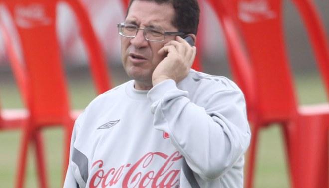 Médico de la selección: Carlos Zambrano estará listo para el partido contra Uruguay