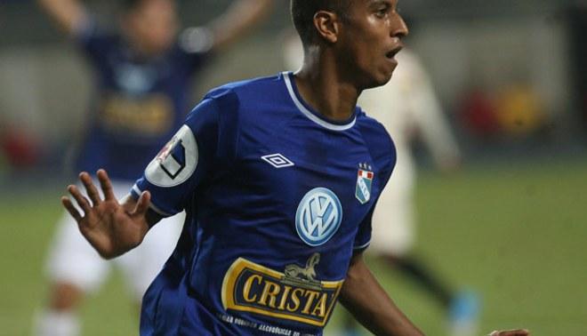 Los volvió loco: Junior Ross se jugó un partidazo ante Universitario y hasta marcó un golazo