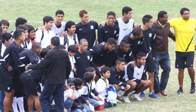 Están para la foto: El plantel de Alianza Lima está unido para lograr un triunfo en Huancayo