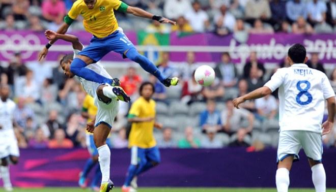 Neymar sobre silbidos de la afición del St James' Park: Simplemente hay que ignorarlo