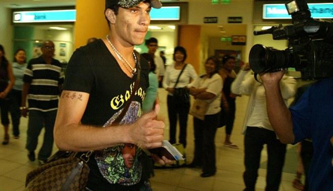 Paolo Guerrero viajó esta madrugada a Brasil para reincorporarse al Corinthians