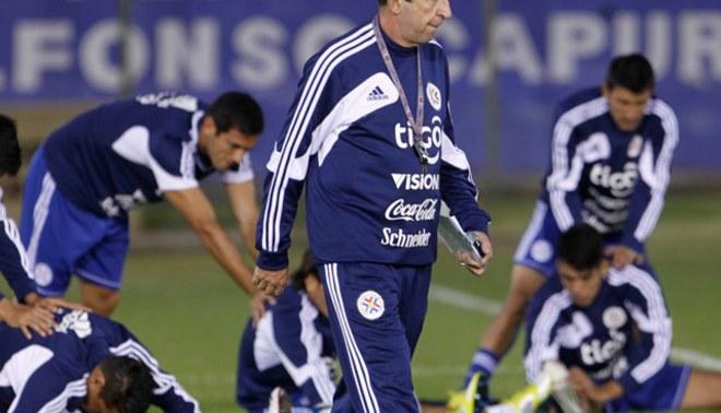 Paraguay presentó lista de convocados del medio local para el partido contra Perú