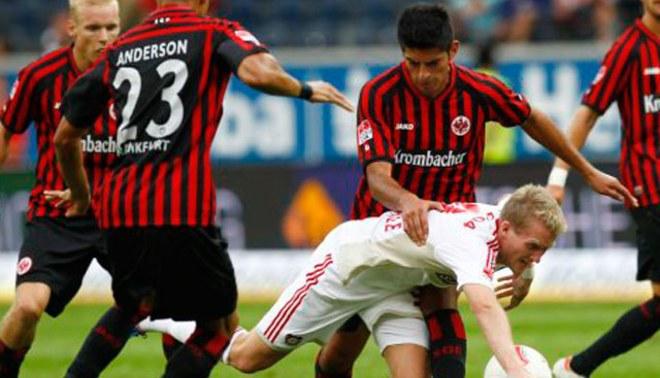 Con Carlos Zambrano de titular, Eintracht Frankurt defiende hoy liderato en Budesliga