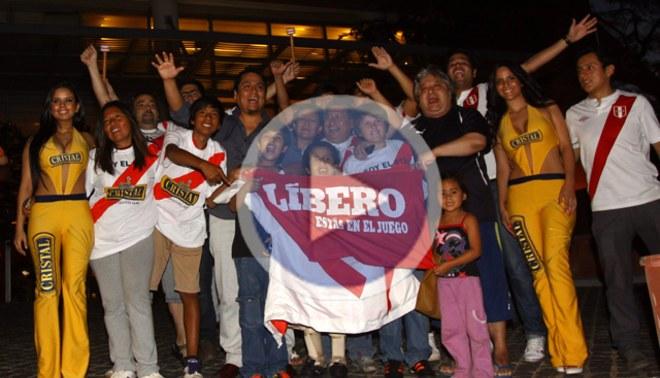 LÍBERO te muestra cómo la hinchada peruana recibió a la selección en Asunción [VIDEO]