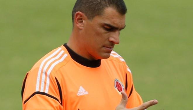 Farid Mondragón aceptaría jugar por Universitario por la presencia de Nolberto Solano