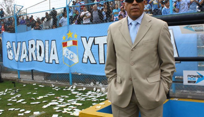 Roberto Mosquera felicita a sus jugadores por el esfuerzo en Huancayo
