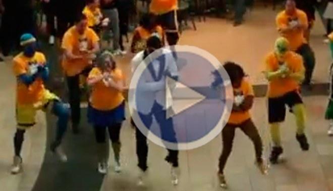 Conocido basquetbolista bailó el 'Gagnam Style' en un centro comercial [VIDEO]