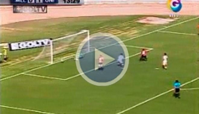 José Carvallo sorprende con una espectacular doble atajada  [VIDEO]