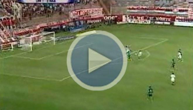 Diego Guastavino casi anota segundo gol para Universitario [VIDEO]