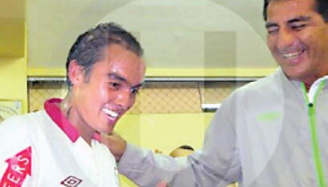 Mario Tajima fue rapado por su debut profesional con Universitario