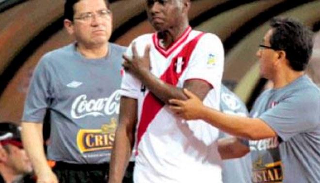 Jhoel Herrera jugó apenas 11 minutos por fuerte lesión en el hombro: Lamentable [VIDEO]