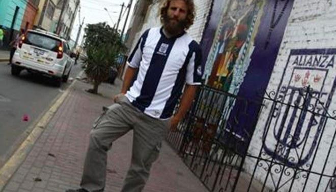 Juan Diego Gonzales Vigil fue agasajado por los bravos de Renovación y juró ganarle a Sporting Cristal