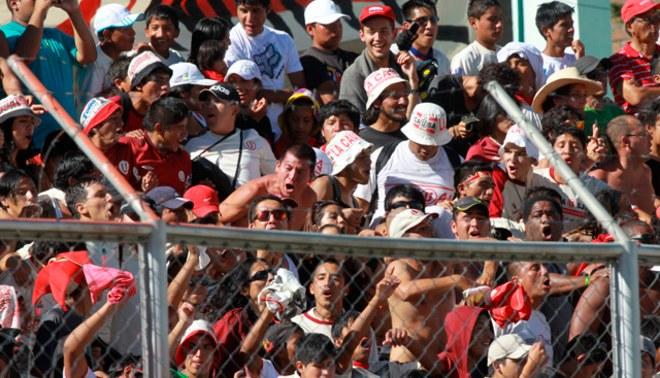 Universitario de Deportes: hinchas cremas abarrotan Estadio Huancayo [VIDEO]