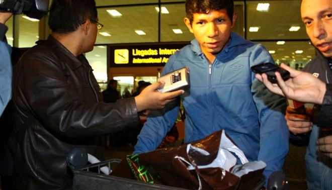 Universitario de Deportes: Edison Flores arribó a Lima para ponerse la camiseta crema