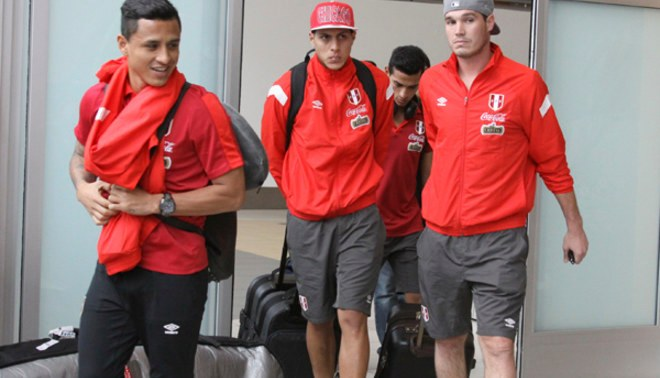 Selección Peruana arribó a Lima tras sus amistosos en Medio Oriente [VIDEO/FOTOS]