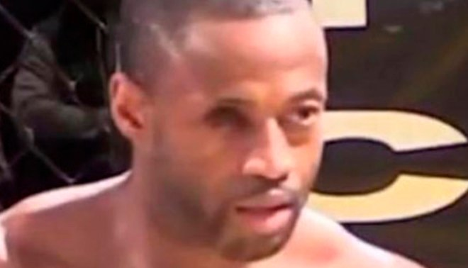 Youtube: Luchador de artes marciales pierde ojo en combate [VIDEO]