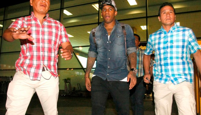 """Jefferson Farfán aseguró que """"tienen equipo para llegar lejos"""" en la Copa América 2015"""