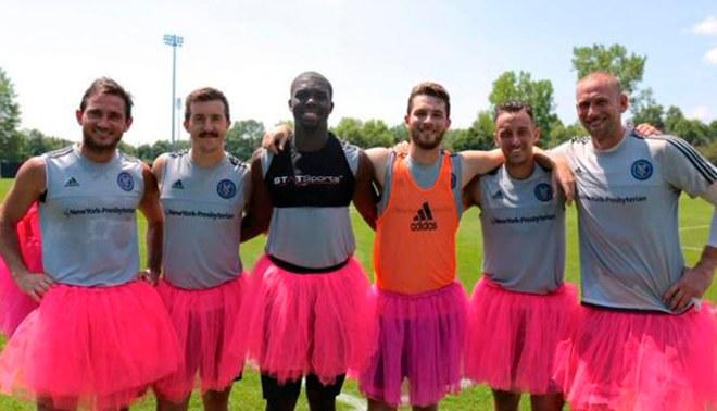 Frank Lampard: New York City se unió a la lucha contra el cáncer de mama usando un tutú rosado