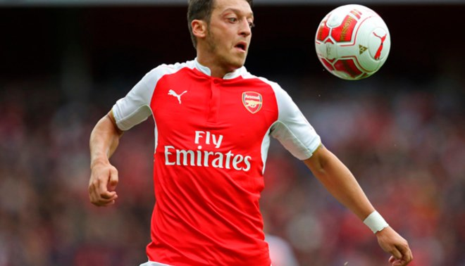 Arsenal: Mesut Özil fue sorprendido con modelo Amine Gulse por las calles de Londres [FOTOS/VIDEO]