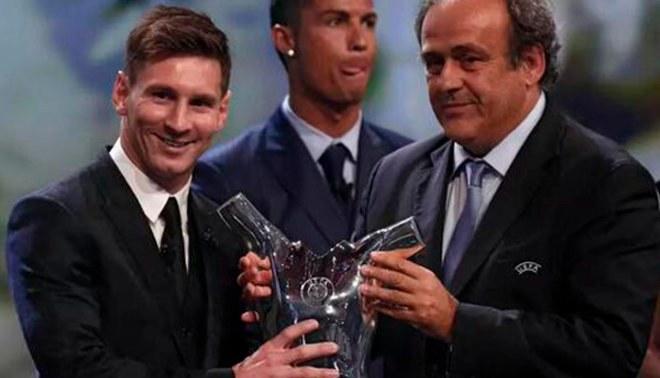 Cristiano Ronaldo reaccionó de esta forma tras ser nombrado Lionel Messi  como mejor jugador de Europa  FOTOS VIDEO  728020d5afaac