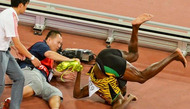 YouTube: Usain Bolt fue atropellado por un camarógrafo mientras celebraba título en Atletismo | VIDEO