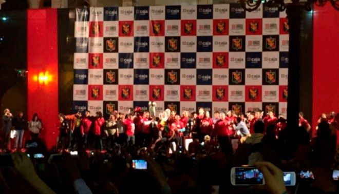 Melgar: Jugadores celebraron en la Plaza de Armas de Arequipa junto a hinchada [VIDEO]