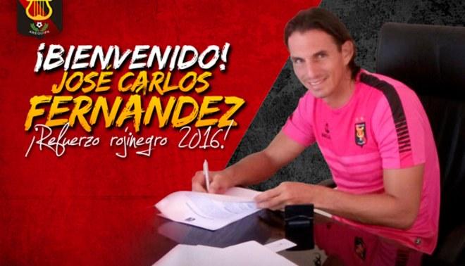 Melgar: José Carlos Fernández firmó su contrato con los arequipeños