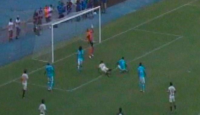 Universitario vs. Sporting Cristal: el atajadón de Diego Penny al cabezazo de Andy Polo | VIDEO