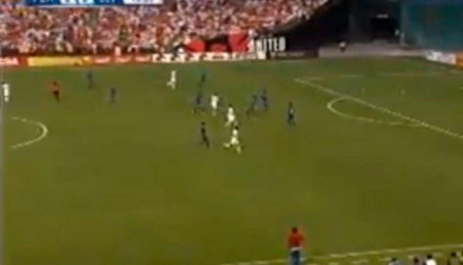 Perú vs. El Salvador: Raúl Ruidíaz marcó este golazo desde fuera del área | VIDEO