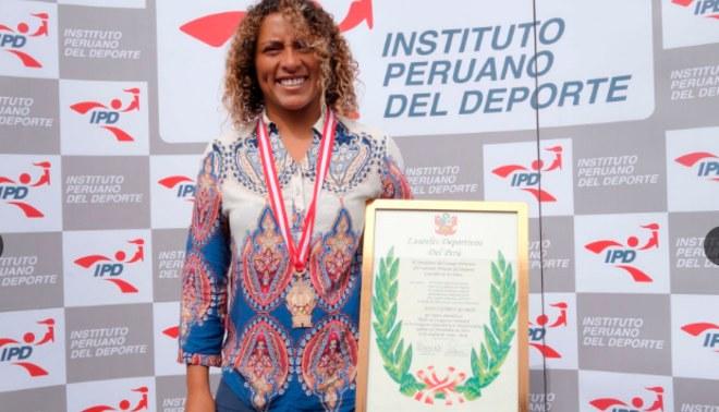 Analí Gómez: IPD entrega los Laureles Deportivos a la surfista